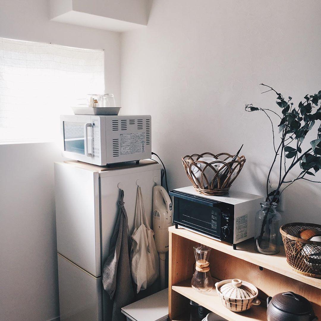 木の家具と、古道具屋さんのアイテムがよく馴染むt
