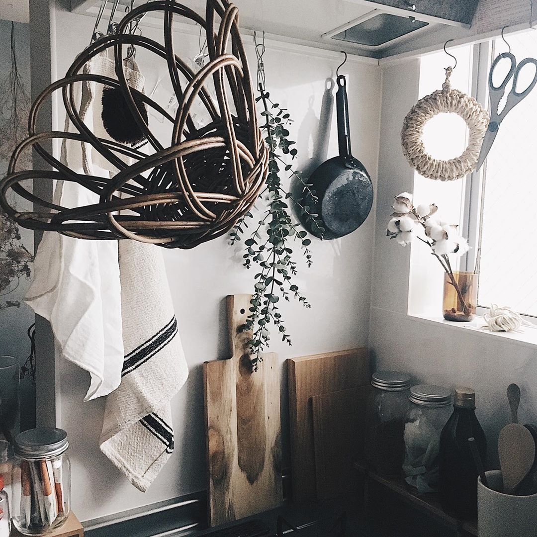 木の家具と、古道具屋さんのアイテムがよく馴染むcz