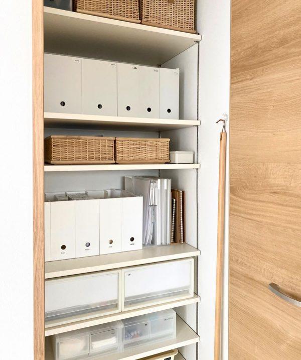 収納用品を丁度良く収められる可動棚