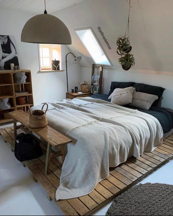 パレットを使った寝室