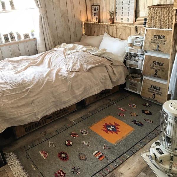 柄物ラグがメインの寝室