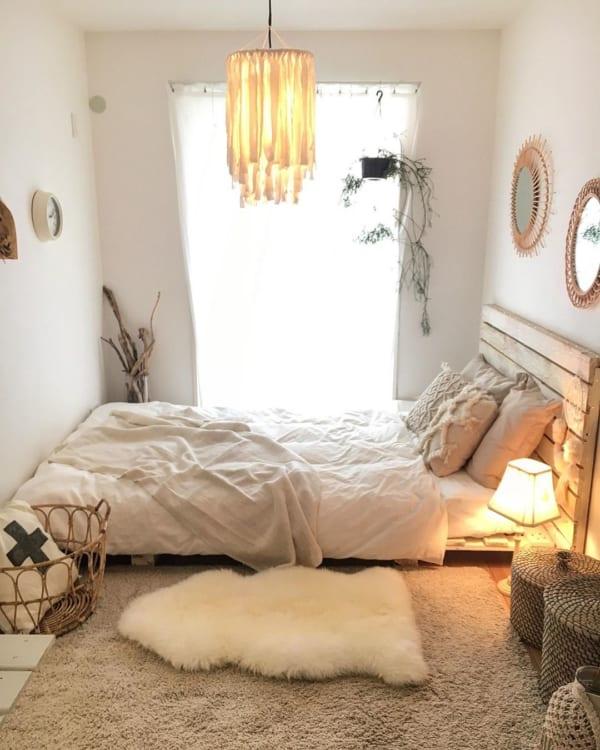 自然素材のアイテムを使った寝室
