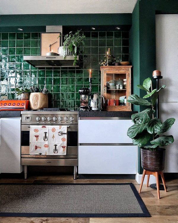 軽やかな深緑色キッチン