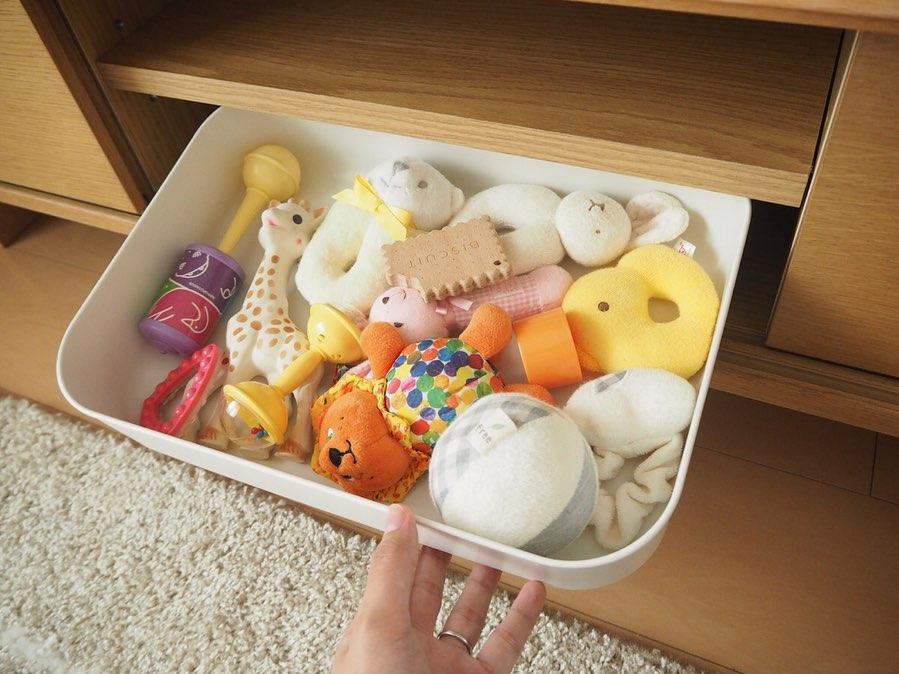 浅型のやわらかポリエチレンボックスは赤ちゃんのおもちゃ入れに