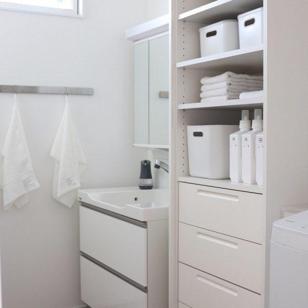 真っ白で清潔感のある洗面所