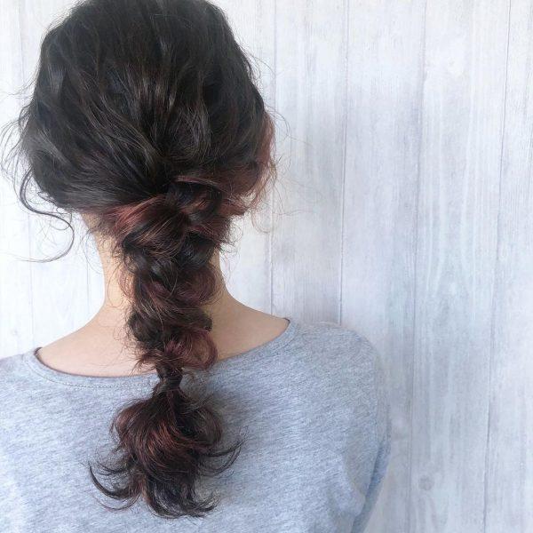 くせ毛のまとめ髪セミロングヘアアレンジ