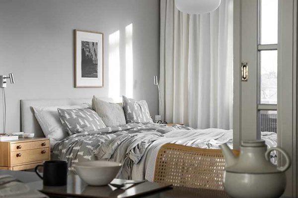 シンプルグレーインテリアの寝室