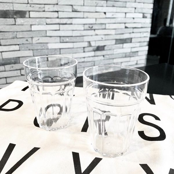 見た目はガラス、でも軽いプラスチックコップ