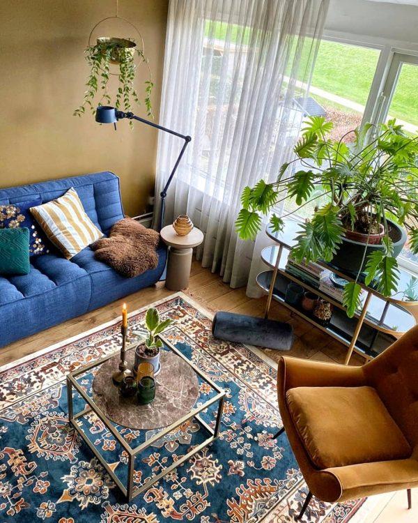 シースルーカーテン&植物で視線を程よく隠して