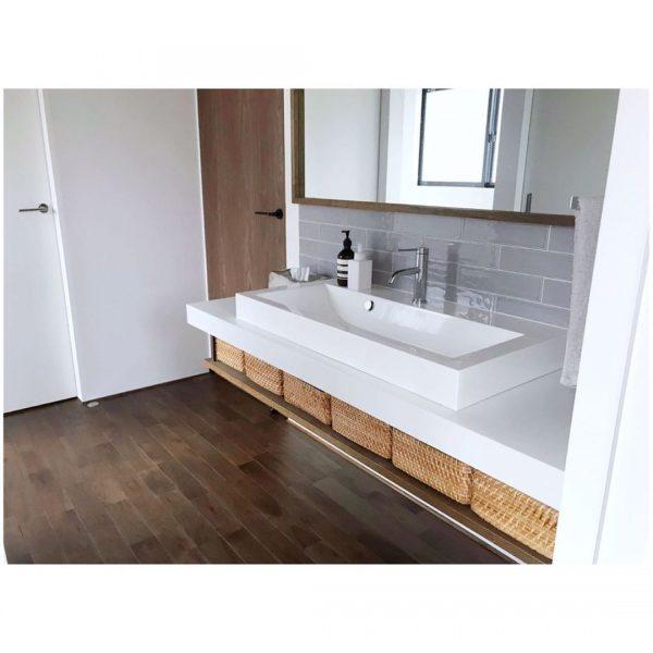 シンプルなデザインの洗面所