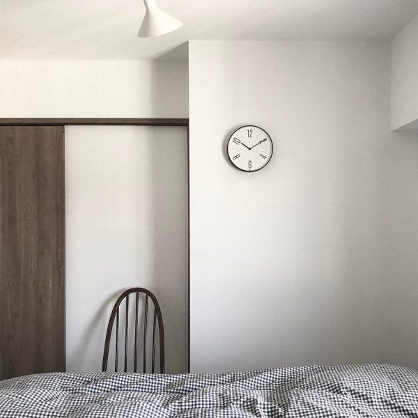 寝室はシンプルインテリアで過ごしやすく
