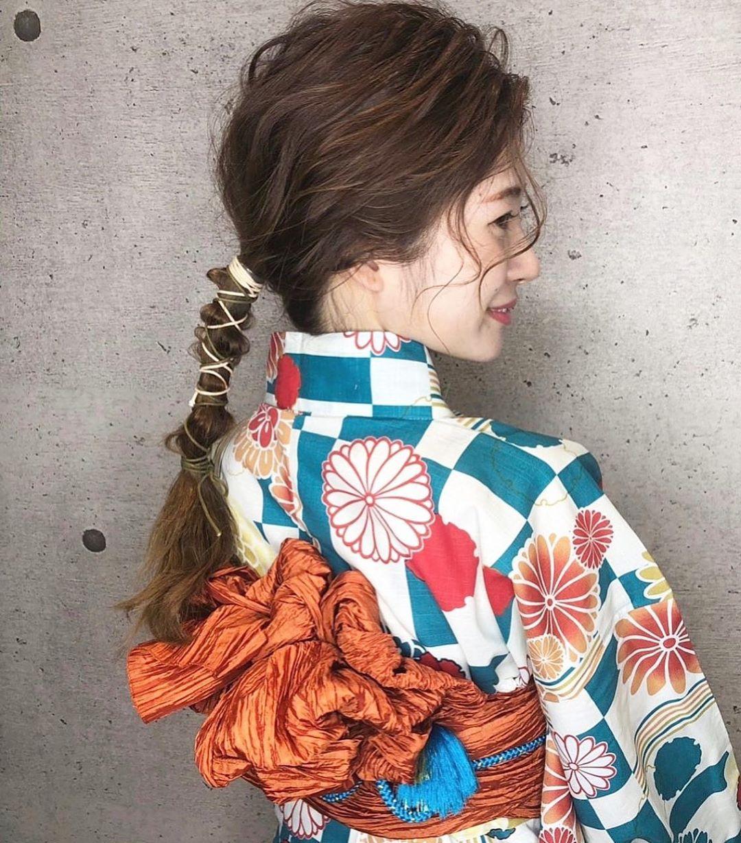 浴衣に似合うミディアムヘアアレンジ1.まとめ髪2