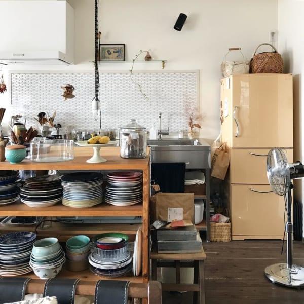 食器棚兼作業台にはたくさんのお気に入りが
