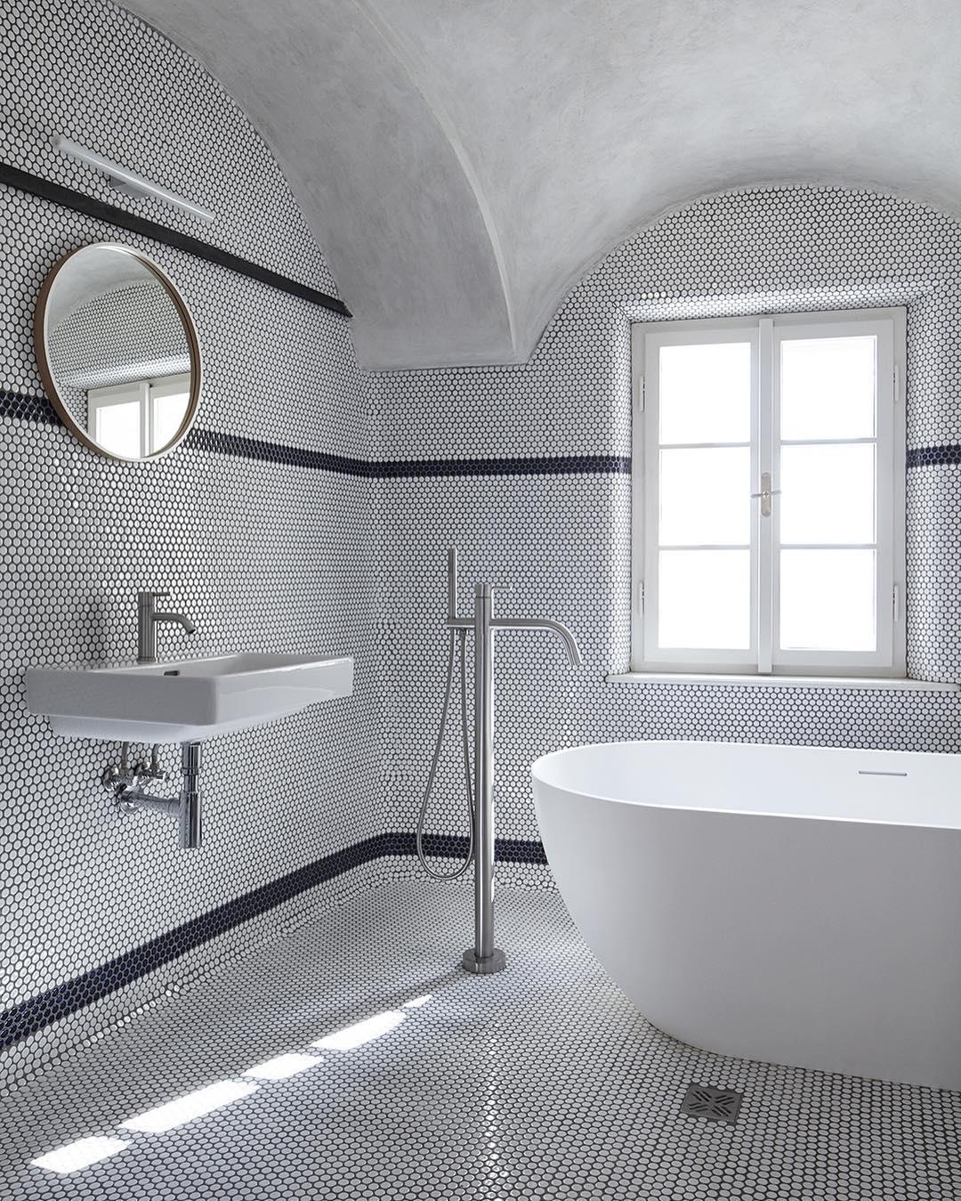 アーチ天井×モザイクタイルが個性的