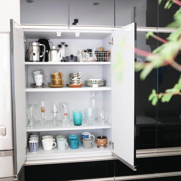 高さを揃えた食器棚収納方法