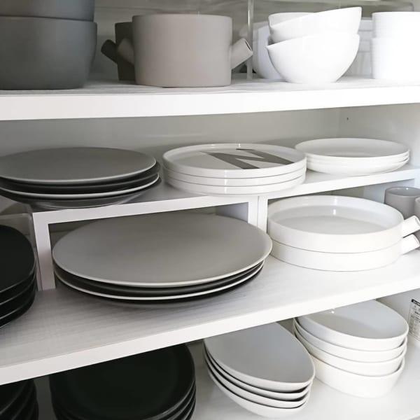 食器棚と雰囲気を合わせた収納実例