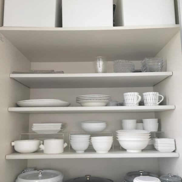 食器の色を統一する収納方法