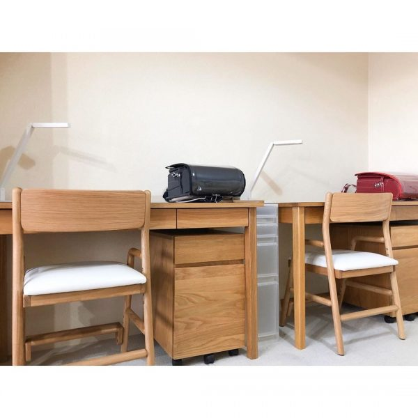 勉強スペースもシンプルにまとめる