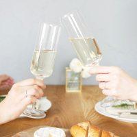 テーブルコーデが華やかに!飲み物を美しく見せる「マルチグラス」