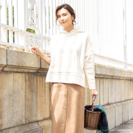 パーカー×スカートコーデ【2020最新】大人の垢抜けファッションを季節別にご紹介