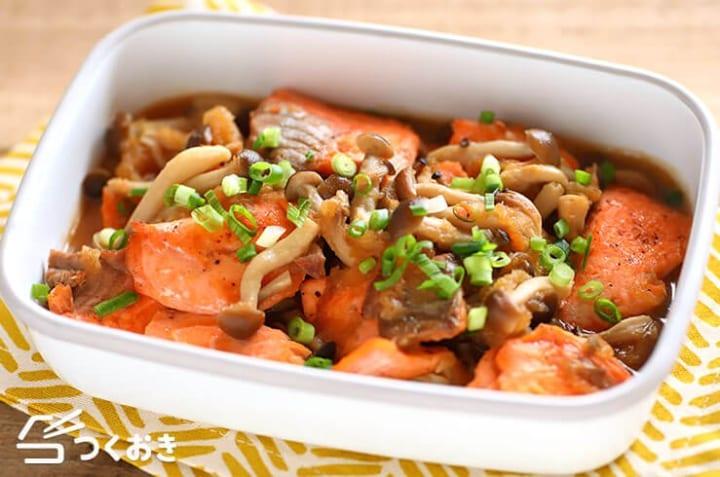 人気のきのこ料理に!鮭としめじの簡単みぞれ煮