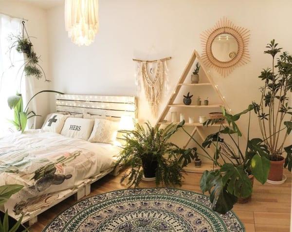 観葉植物を取り入れた寝室