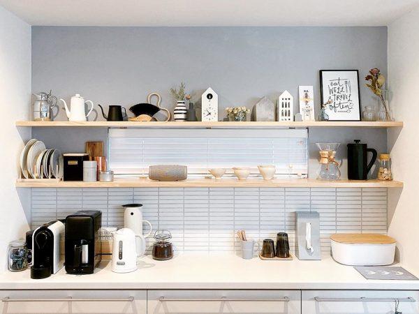 めいっぱい飾るキッチン背面