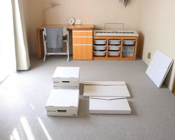 ボックスと作品ケースに収納する
