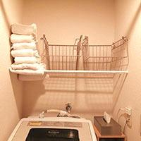【超簡単】突っ張り棒を使ってDIY♪トイレと洗濯機の上に便利な棚を!