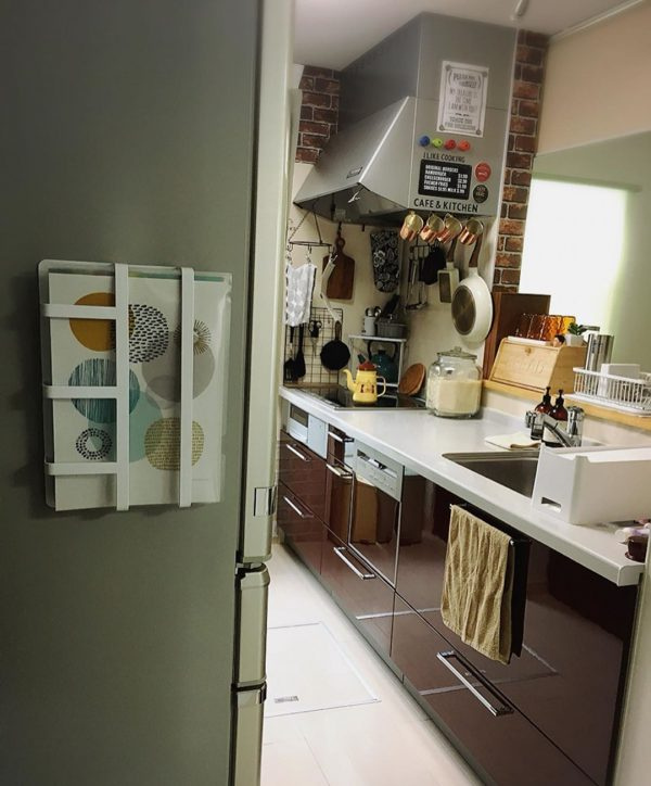 冷蔵庫に貼り付ける
