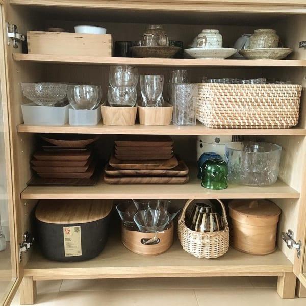 ナチュラルな食器棚収納実例