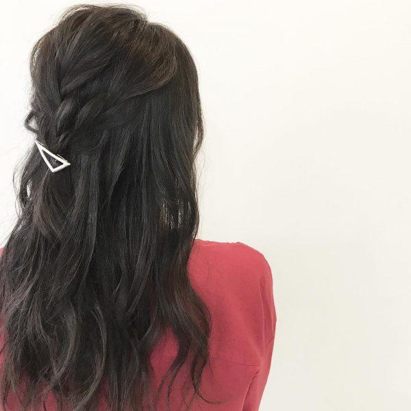 技あり三つ編みのデート向けロングの髪型