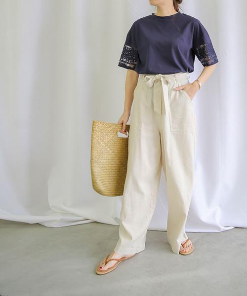 半袖カットソー×ワイドパンツの服装