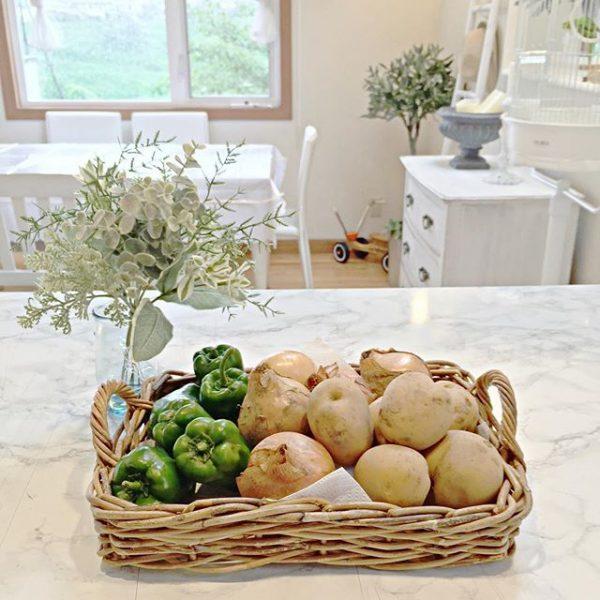 かごで野菜を収納する3