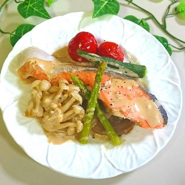 野菜たっぷり銀鮭蒸し焼きマヨポン七味ソース