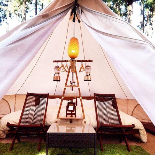 「glamorous」と「camping」の造語