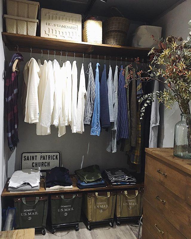 収納カゴも服と雰囲気が似たものを選ぶ