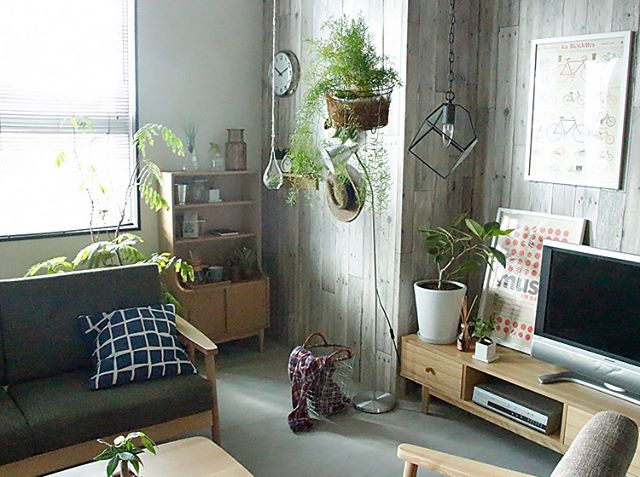 家具の色味を統一した一人暮らしインテリア