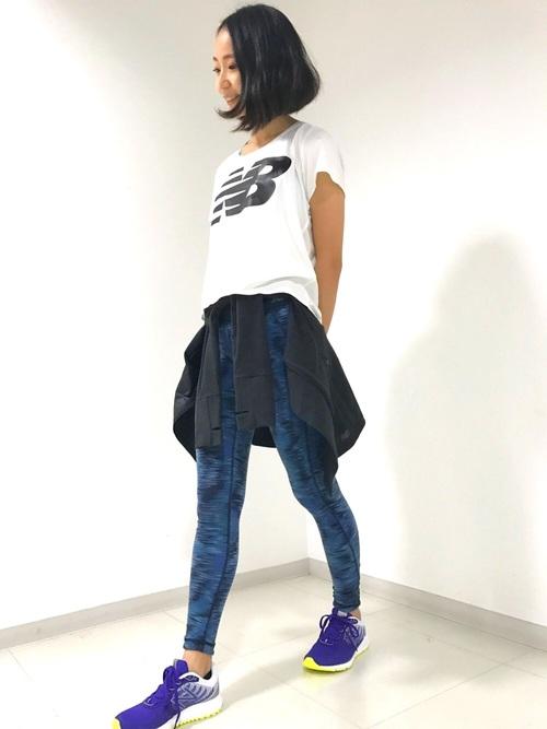 ビッグロゴTシャツ×プリントタイツ