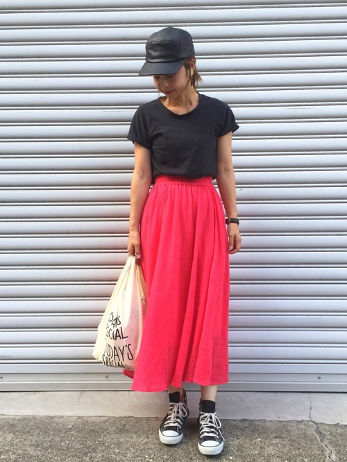 シンプルTシャツ×ギャザーロングスカート