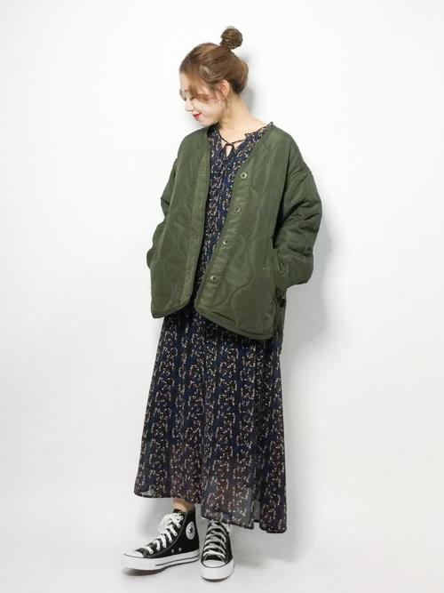 キルティングコート×小花柄ワンピース