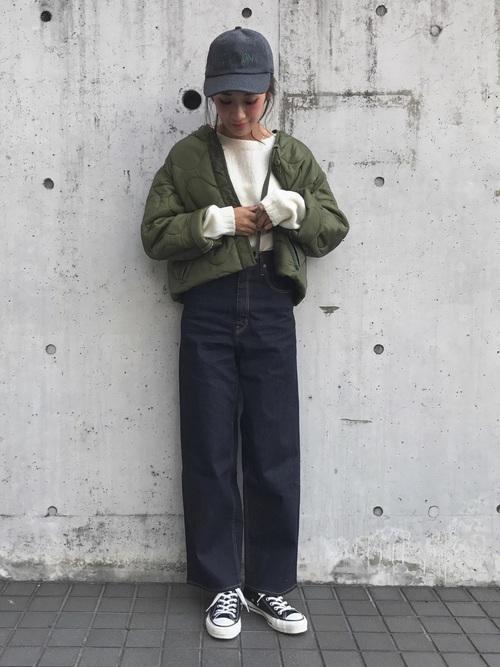 ショートジャケット×ストレートデニムパンツ