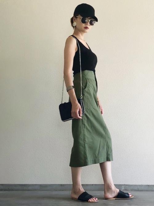 タンクトップ×ミリタリータイトスカート