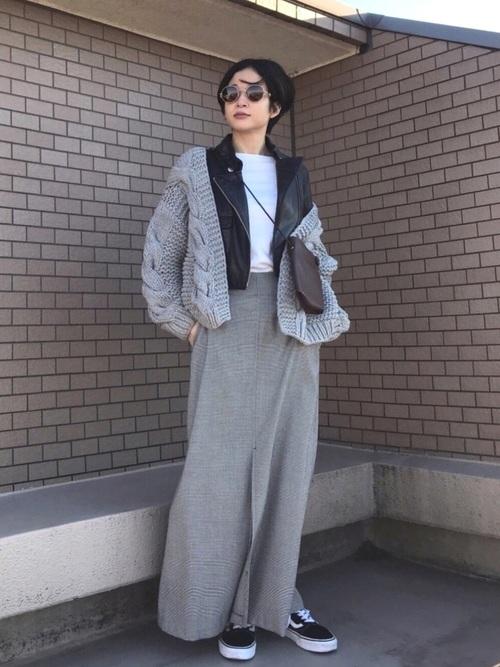 ケーブル編みカーディガン×スリットスカート