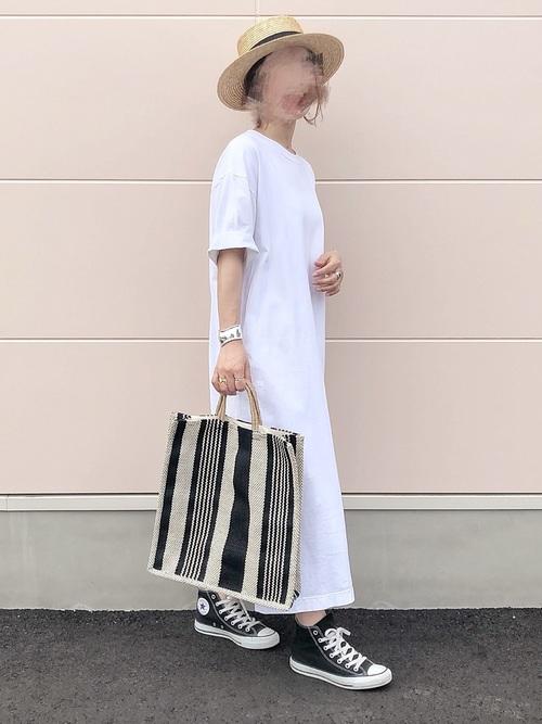 黒コンバース×白Tシャツワンピースの夏コーデ
