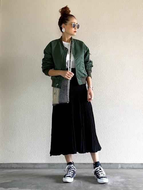MA-1ジャケット×プリーツロングスカート