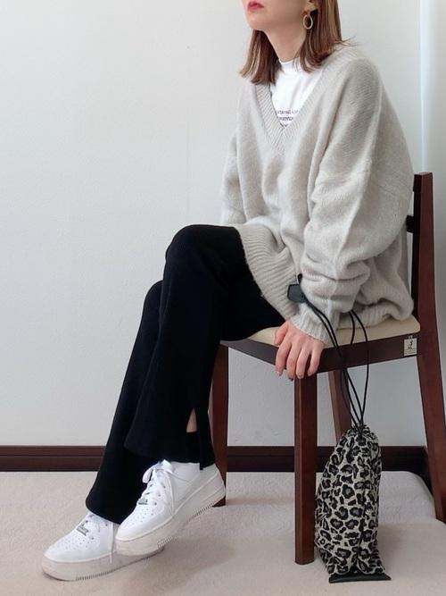 丸顔さん向けレディースファッション11