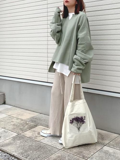 白コンバース×ベージュリブパンツの冬コーデ