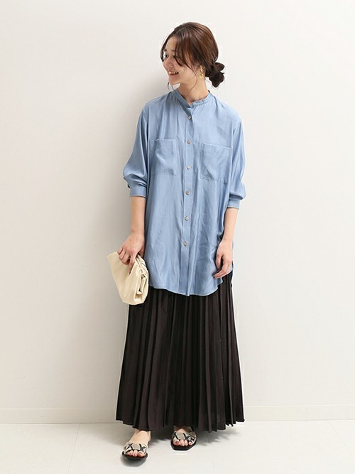 ブラックスカートもリネン素材で清涼感UP