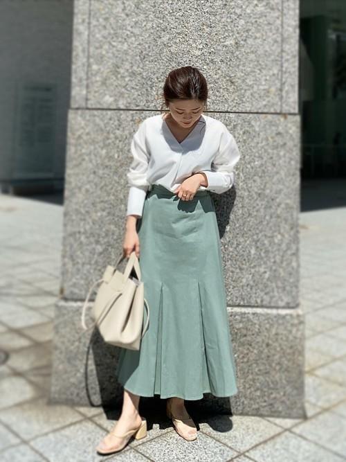 きれい色スカートで清涼感を演出